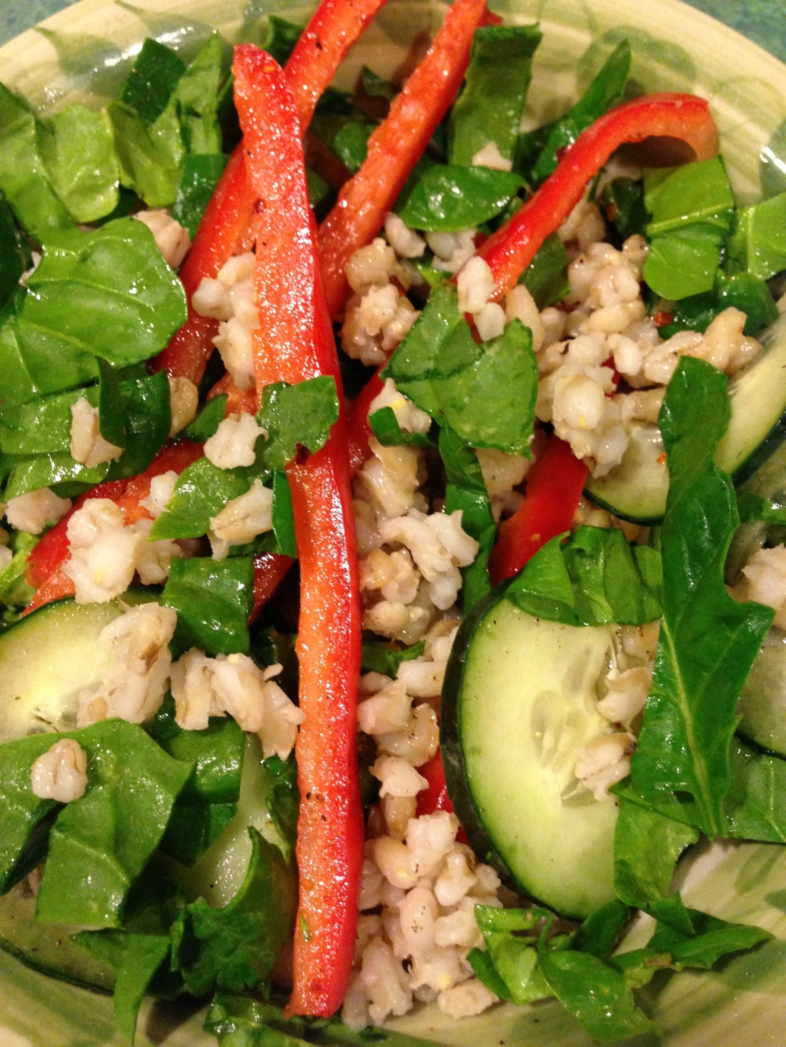 Vegan Salad with Spinach, Barley and Bell Peppers